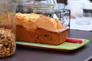 la table du petit dejeuner avec son cake maison
