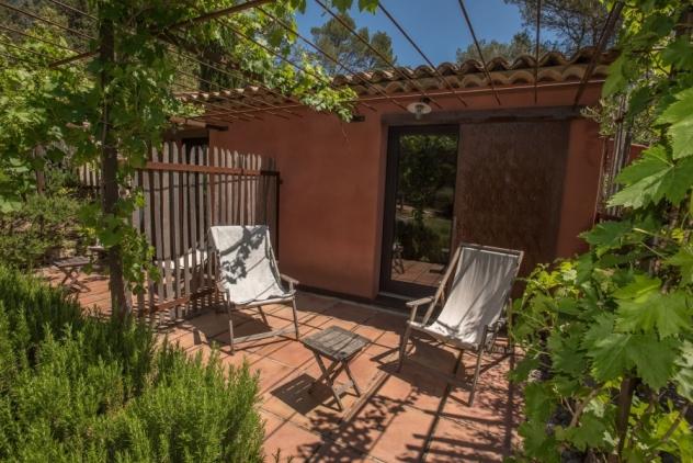 terrasse de la chambre l'olivier